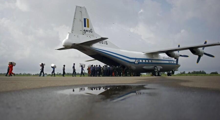 ARKIVFOTO fra Myanmar af den type fly, der er fundet nedstyrtet.