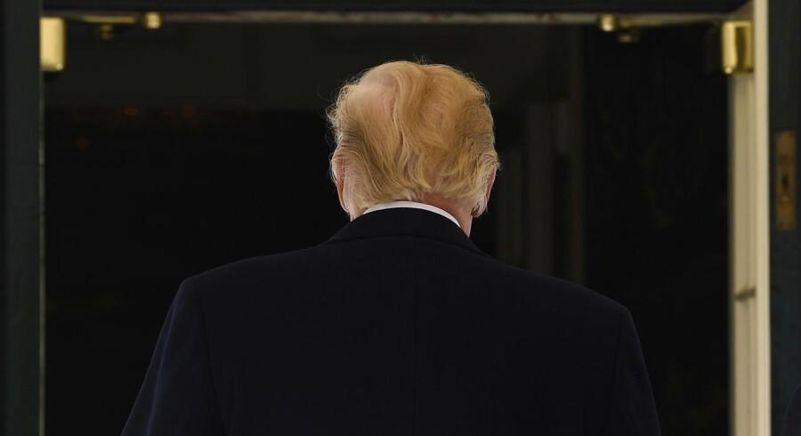 """Den årlige korrespondent-middag i Det Hvide Hus, """"'White House Correspondents' Association dinner"""", hvor pressen traditionelt spiser sammen med præsidenten, bliver igen uden præsident Donald Trump. (AP Photo/Susan Walsh)"""