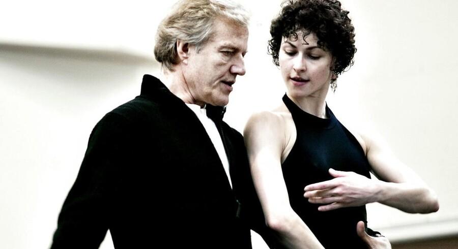 Lederen af The New York City Ballet, Peter Martins, her med danserinden Sofiane Sylve - kan nu læse flere anklager mod ham for overgrebsagtig ledelse under sine mange år som chef for den amerikanske ballet. Arkivfoto.