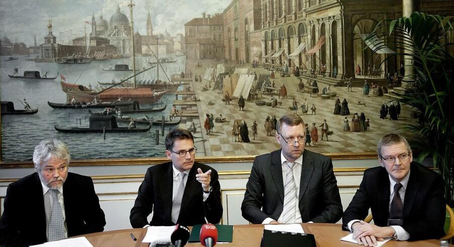 Per Bremer Rasmussen (tredje fra højre) mener, at øvelsen i branchen bliver at vurdere, hvad det er rimeligt at kalde lav-, middel- og højrisiko.
