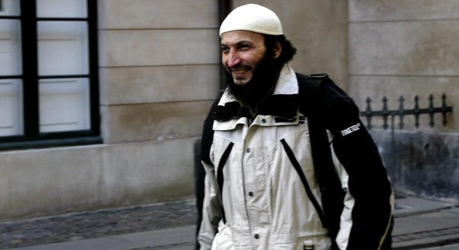 Torsdag blev Sam Manosur for anden gang dømt for at opfordre til terror. Dansk-marokkaneren fik fire års fængsel, men retten fandt ikke, at han skal fratages sit danske statsborgerskab eller udvises efter endt afsoning.