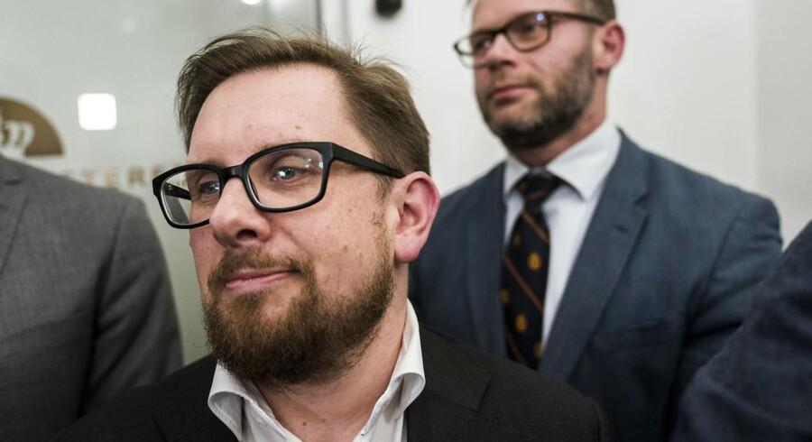 »Stemningen imellem os er god. Nu har vi haft et længere forløb med finanslovsforhandlinger, hvor både Kristian Thulesen Dahl og jeg har deltaget,« lyder det fra Simon Emil Ammitzbøll-Bille.
