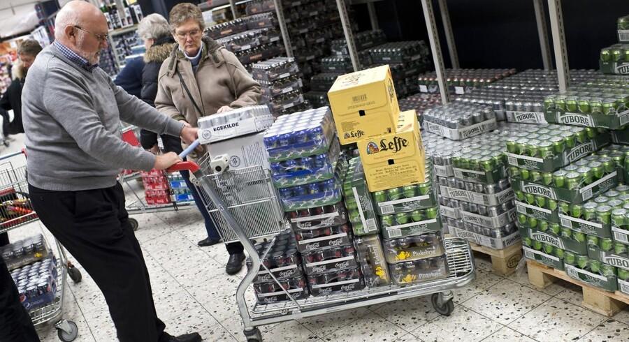 Danskerne køber slik, chokolade, øl og vin for omtrent 4 mia. kr. lige på den anden side af den danske grænse. Det huer ikke de danske købmænd.