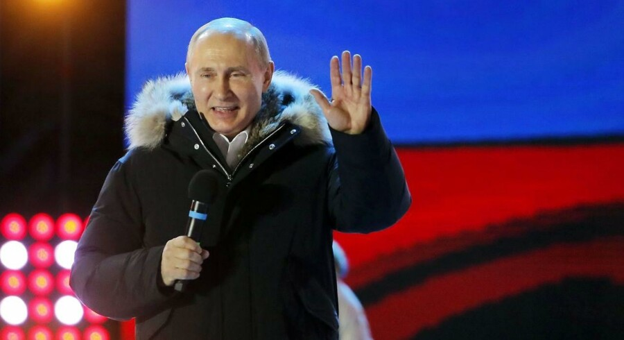 Ruslands præsident, Vladimir Putin, står stærkt efter søndagens valg, hvor mere end 70 procent af vælgerne har givet deres opbakning til den siddende præsident.
