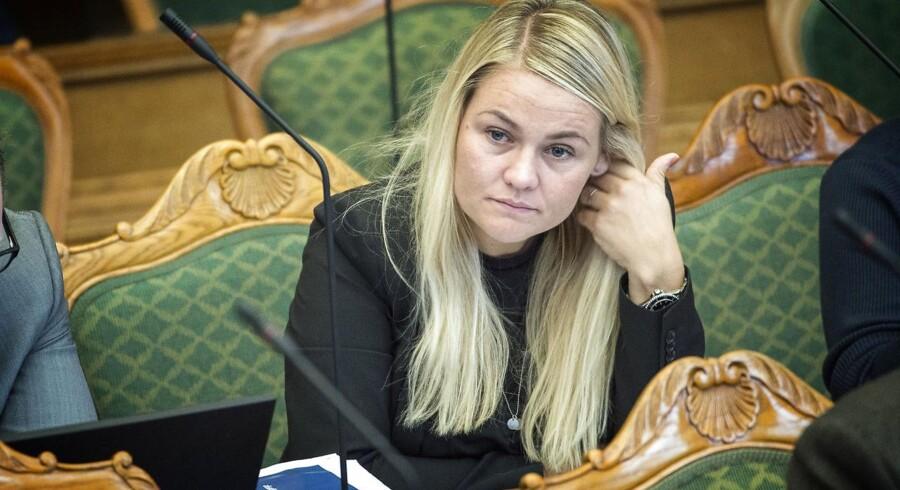 Liberal Alliance (LA) er uenig med Dansk Folkeparti i, at højst 1000 udlændinge hvert år skal kunne få tildelt dansk statsborgerskab. Det siger LA's indfødsretsordfører, Laura Lindahl.