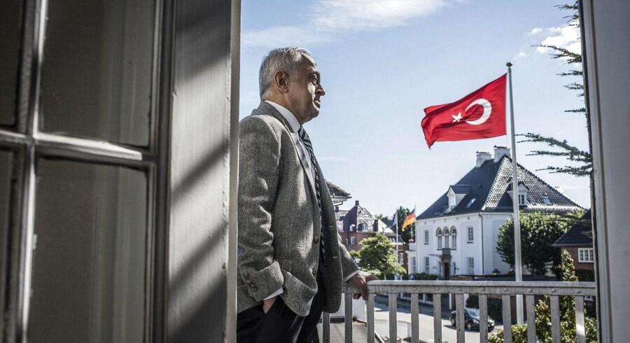»De dansk-tyrkiske relationer er fremragende.« Midt i en meget turbulent tid for Tyrkiet takker landets ambassadør i Danmark, Mehmet Dönmez, den danske regering for opbakningen. Foto: Asger Ladefoged