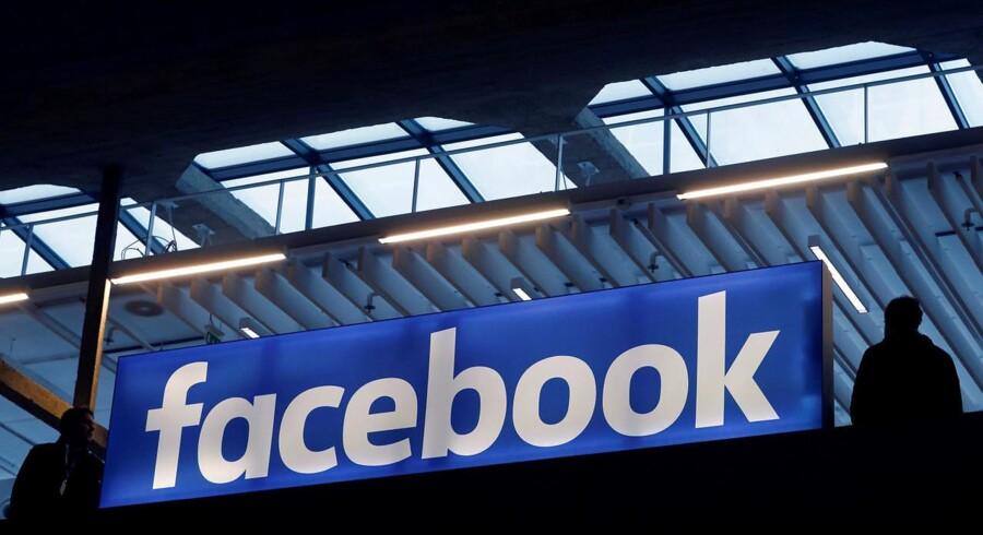 Facebook og Messenger i ramt af en virus.