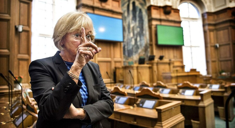 »Det er fuldstændig utilstedeligt, at folk på åbningsdagen sidder og tweeter,« siger Pia Kjærsgaard og skyder dermed med skarpt mod en hel del af de 179 folketingsmedlemmer.