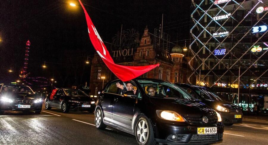 Glade Erdogan-støtter fejrede ja-sejren på Rådhuspladsen i København sent påskedag.