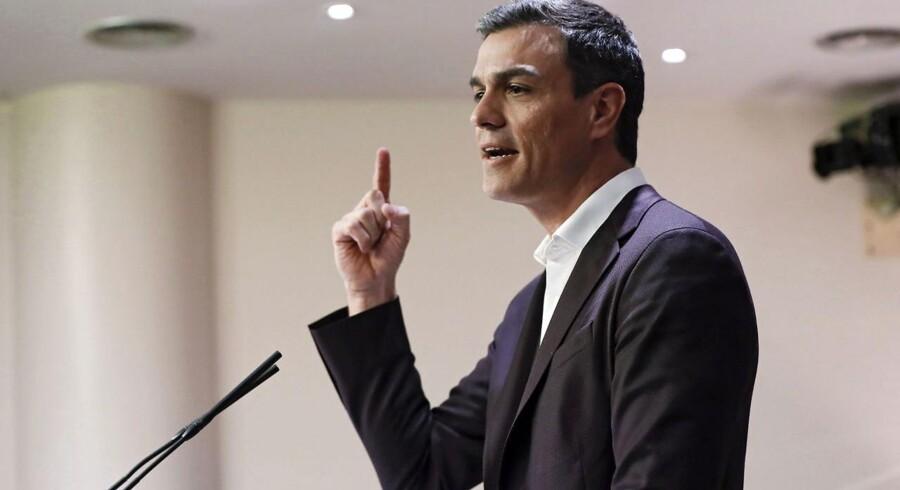 Spaniens socialdemokratiske parti PSOE, hvis leder, Pedro Sánchez, står svagt internt og derfor frygter at blive kvalt i et samarbejde med ærkerivalen Rajoys konservative PP.