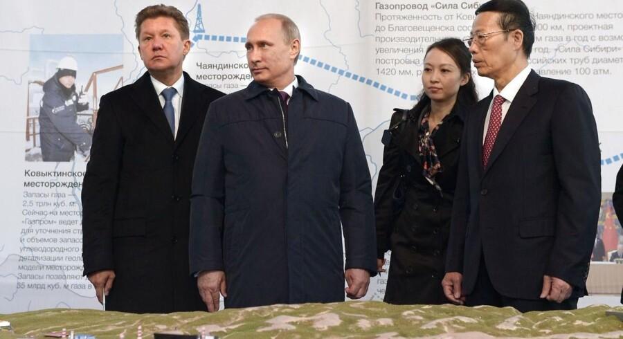 Ruslands præsident, Vladimir Putin, og Kinas vicepremierminister Zhang Gaoli (th.) markerede sidste år starten på en fælles gasledning i Sibirien.