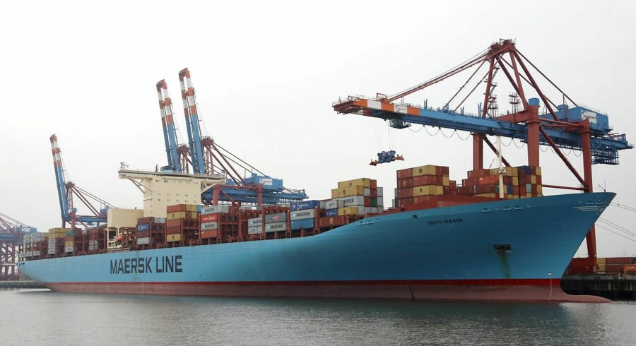 epa05967321 The container ship 'Edith Maersk' of the Maersk Line is moored at the Waltershof container terminal of port operator Eurogate in Hamburg, northern Germany, 16 May 2017. The port of Hamburg is the third biggest container port in Europe. EPA/FOCKE STRANGMANN