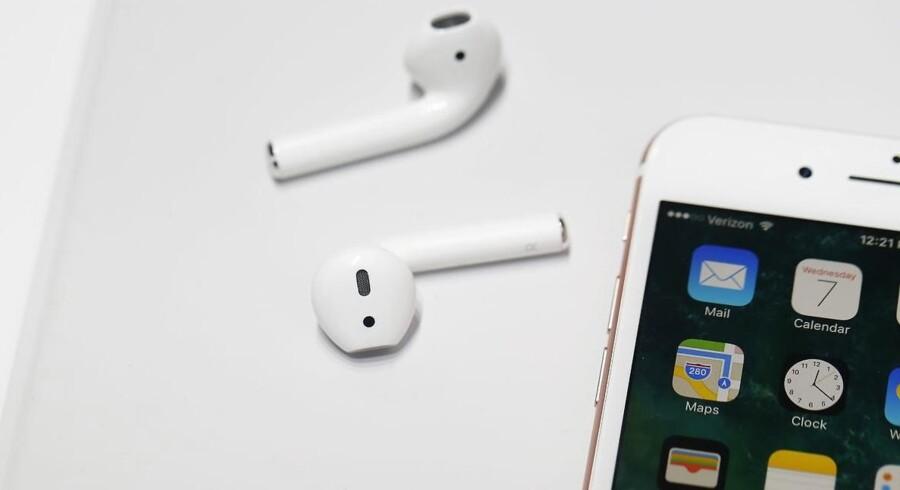 Ørepropperne AirPods var et af de store slagnumre, da Apple præsenterede sine iPhone 7-telefoner i september. Men nu bliver de forsinket. Arkivfoto: Stephen Lam, Getty Images/AFP/Scanpix