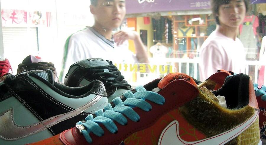 Det er særligt inden for handlen af sko og tøj, at mange forbrugere oplever at blive snydt. I Kina har en lang række producenter specialiseret sig at kopiere mærkevarer, så kopivaren ligner originalen på en prik.