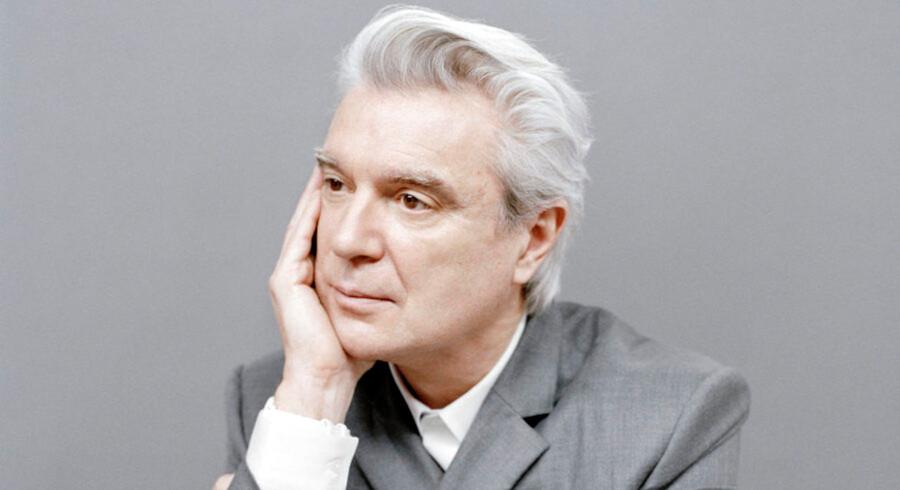 Den tidligere Talking Heads-frontmand, 65-årige David Byrne, er aktuel med nyt soloalbum. Til sommer spiller han på Roskilde Festival.