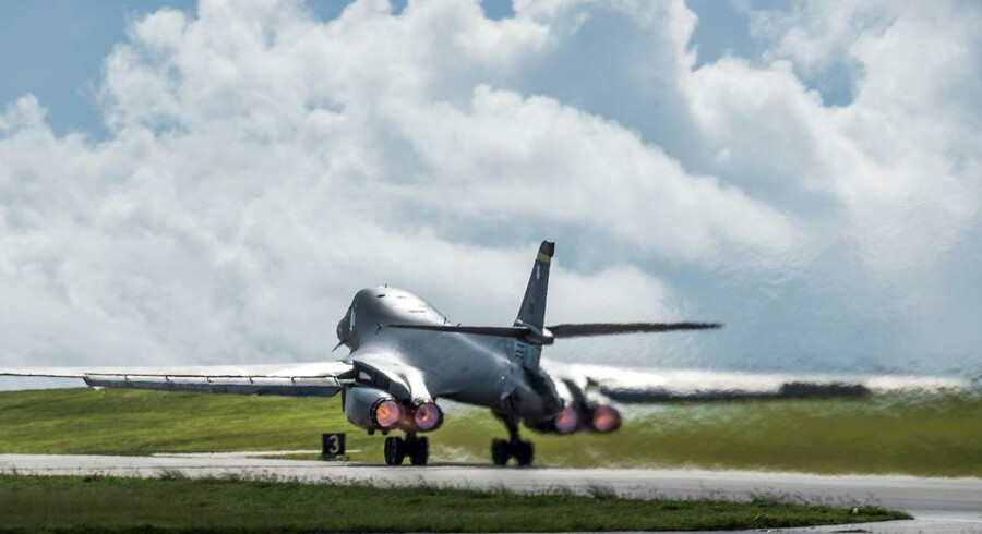 Et U.S. Air Force B-1B Lancer bombefly letter fra Andersen Air Force Base, Guam. U.S. Air Force/Tech. Sgt. Richard P. Ebensberger/Handout via REUTERS.