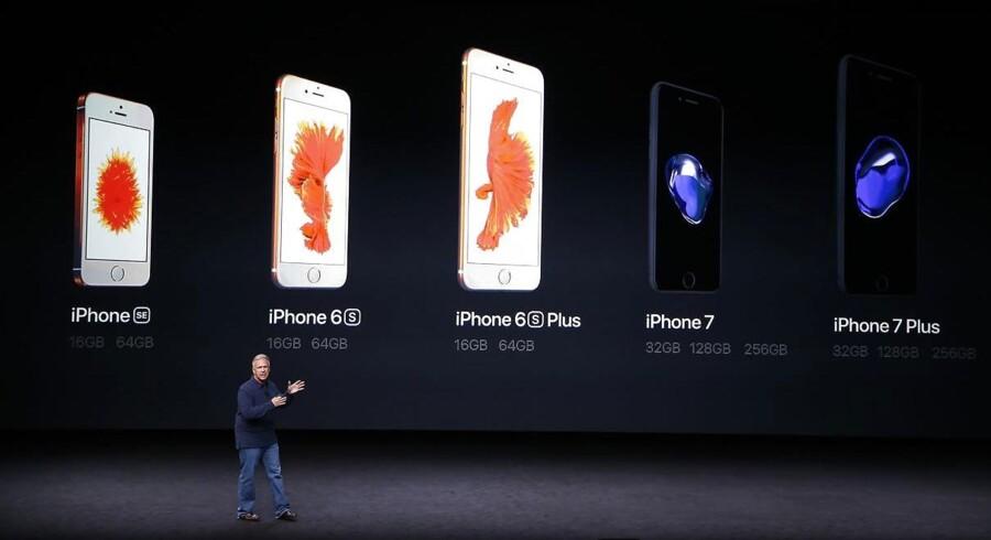 iPhone 7 og den større iPhone 7 Plus ligner til forveksling sidste års modeller men er blevet forbedret på en række områder. Mange påpeger dog, at der ikke er den store forskel i forhold til konkurrenterne. iPhone-telefonerne frigives 16. september, også i Danmark. Arkivfoto: Stephen Lam, Getty Images/AFP/Scanpix