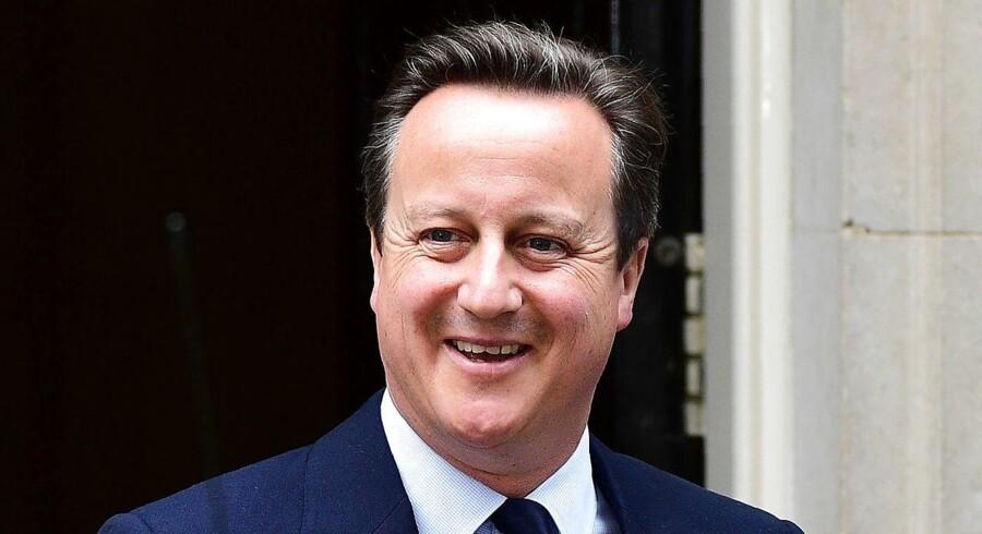 Da premierminister David Cameron holdt tale i det engelske parlament, jokede han, at nye medlemmer skulle holde sig tæt på deres telefoner. De vidste aldrig, hvornår de ville få tilbudt en ny post.