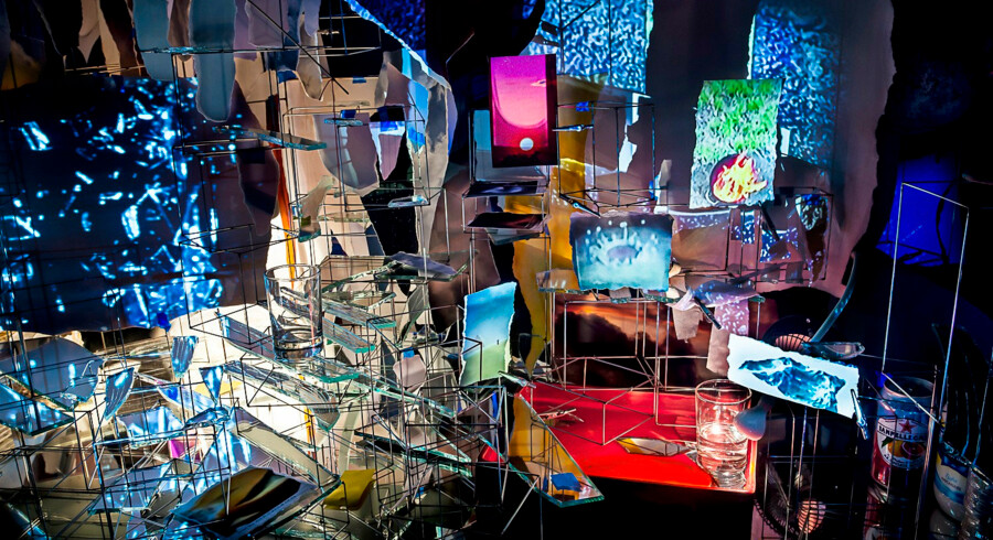 Tiden løber løbsk i Sarah Szes fascinerende installation i Copenhagen Contemporary. Pressefoto