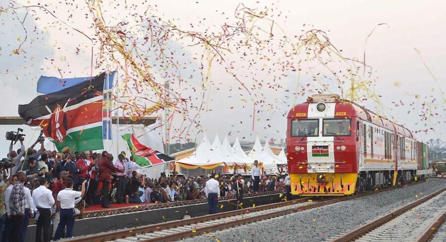 En kinesisk bygget jernbanelinje forbinder nu Nairobi og Mombasa i forbindelse med silkevejsprojekt.
