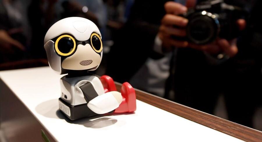 Her er den, Toyotas lille robot Kirobo Mini, der har en umiskendelig lighed med tegneseriefiguren Nuser men er helt anderledes sludrende. Foto: Toshifumi Kitmura, AFP/Scanpix
