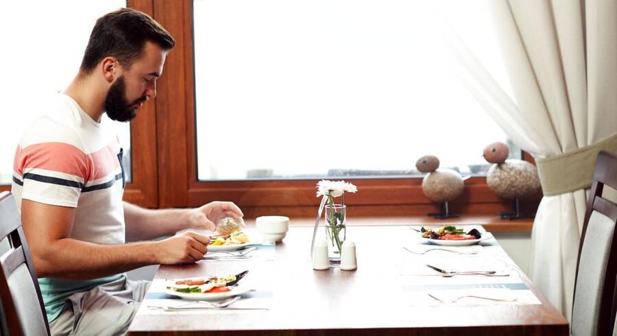 Man skal blandt andet spise foran et spejl, viser undersøgelsen.