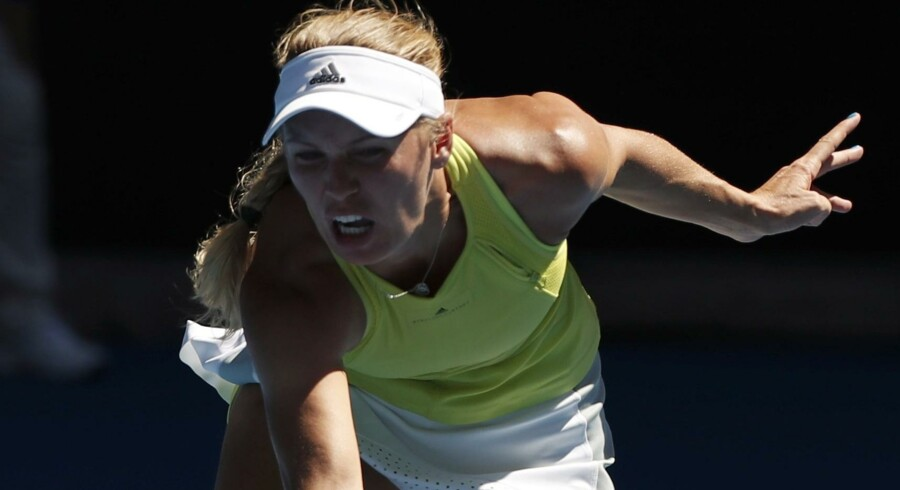 Caroline Wozniacki er klar til tredje runde i Australien efter en vild sejr i anden runde. Reuters/Issei Kato