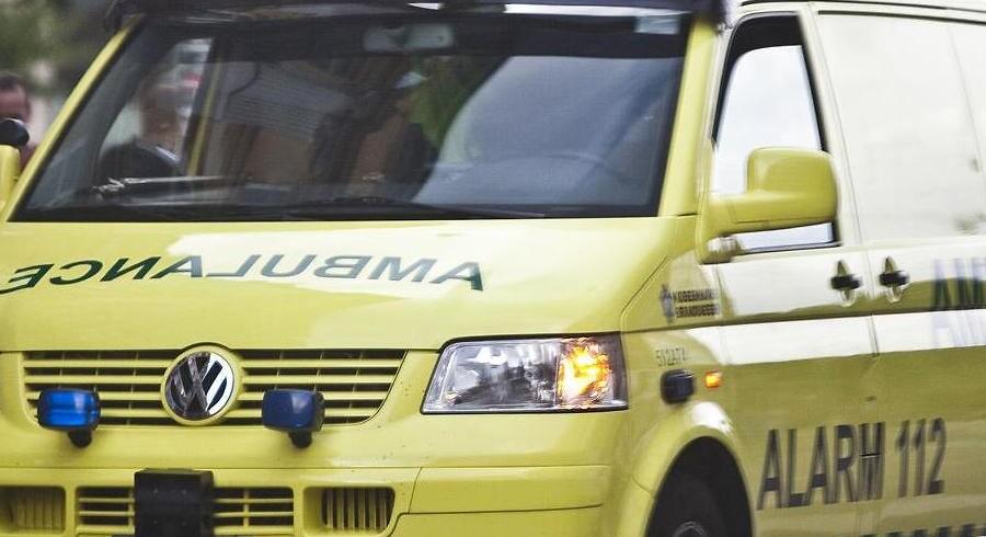 En lille dreng på halvandet år blev mandag fragtet til Aalborg Universitetshospital, efter han var faldet i en dam.