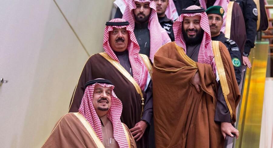 Prins Mohammed Bin Salman og Miteb bin Abdullah fotograferet i forbindelse med det årlige hestevæddeløb i Riyadh i december 2017.