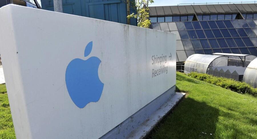Apple har lagt sit europæiske hovedsæde i Irland, hvor erhvervsbeskatningen er lavere end i resten af EU. EU anklager Irland og Apple for at have indgået en særlig skatteaftale, som sikrer Apple lavere skat mod, at IT-giganten stadig beskæftiger et stort antal medarbejdere i landet. Arkivfoto: Michael MacSweeney, Reuters/Scanpix