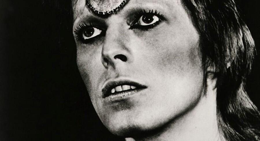 Salige David Bowie forlod os i år - men hans sidste gave til os, albummet Blackstar, er at finde på årets liste over de ti bedste udenlandske album.