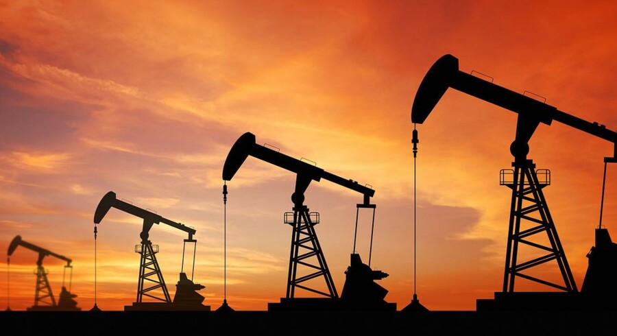 Arkivfoto. Priserne på olie når sit højeste i næsten en måned.