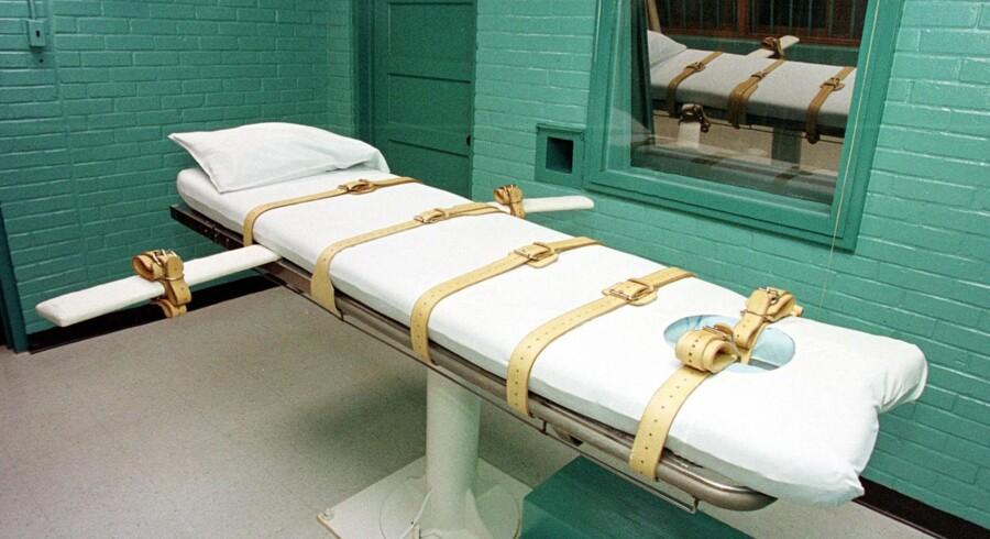 Fotoet viser dødsværelset i Huntsvillefængslet i Texas. Den dødsdømte bliver fastspændt på briksen, hvorefter forskellige dødbringende væsker sprøjtes ind i den dødsdømte. (Arkivfoto: Paul Buck/AFP)