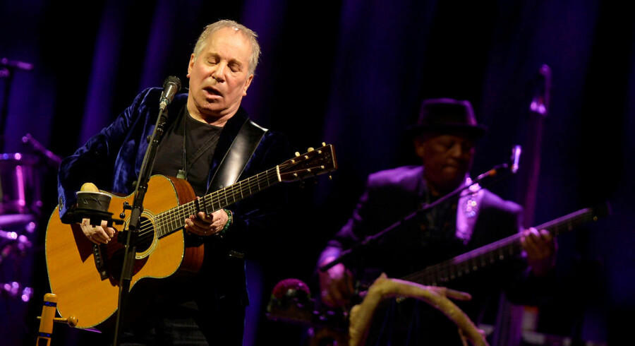 U.S. musician Paul Simon performs at the Bilbao Exhibition Center in Barakaldo, northern Spain, November 17, 2016. REUTERS/Vincent West