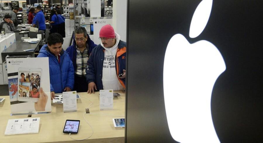 Apple har i årevis betalt langt mindre i selskabsskat end andre selskaber på baggrund af en aftale fra 1991 med de irske skattemyndigheder. Apples kontante kassebeholdning uden for USA er nu oppe på næsten 215 milliarder dollars. Arkivfoto: Michael Reynolds, EPA/Scanpix
