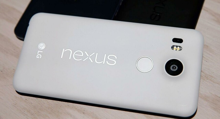 Google har allerede egne mobiltelefoner, nemlig Nexus-serien, men den bliver produceret ude i byen hos de store mobilproducenter på skift - her LG og senere i år HTC. Nu rumler egenproducerede mobiltelefoner i horisonten. Arkivfoto: Justin Sullivan, Getty Images/AFP/Scanpix