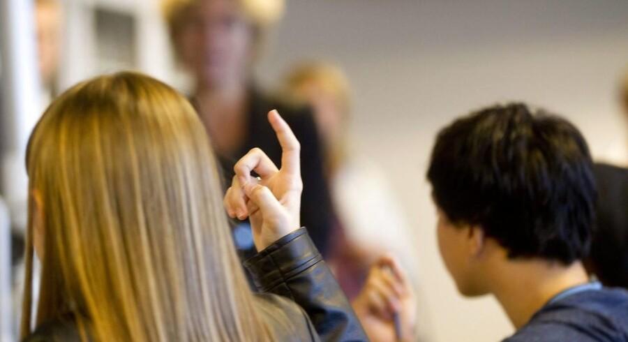 Uddannelsessystemet glemmer, at det at være tosproget aldrig hører op. Det betyder lave karakterer og stort frafald.