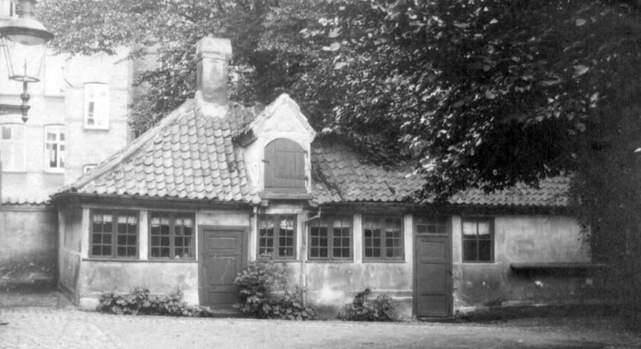 Udhuset i Falkonergården, Falkoner Allé 114 A, før nedrivningen i 1927. Foto 1914, Frederiksberg Stadsarkiv