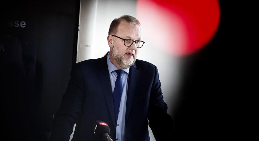 »Jeg ønsker ikke at kommentere på baggrund af lækkede dokumenter,« siger energi-, forsynings- og klimaminister Lars Christian Lilleholt (V) i en erklæring på baggrund af tal fra et fortroligt notat, der ifølge dagbladet Politiken viser, at Danmarks samlede CO2-udledning forventes at stige med 5-10 procent frem mod 2030.