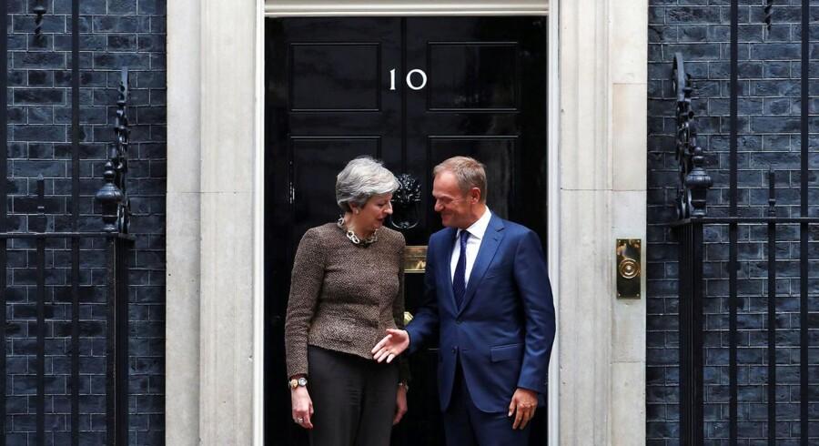 Theresa May og Donald Tusk mødes i London for at drøfte de aktuelle forhandlinger om skilsmissen mellem EU og Storbritannien.