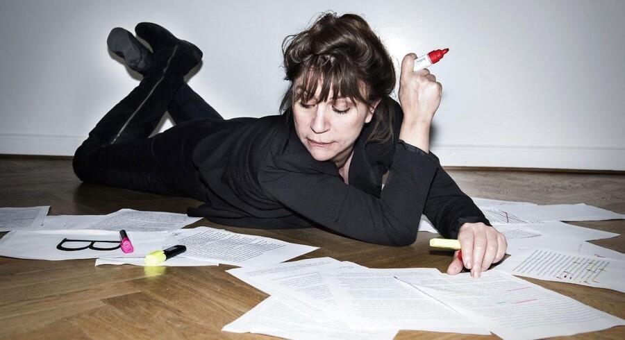 """Forfatteren Susanne Staun har udgivet bogen """"Fuck, en lækker røv"""", der handler om vores hjælpeløse forhold til sproget på skrift."""