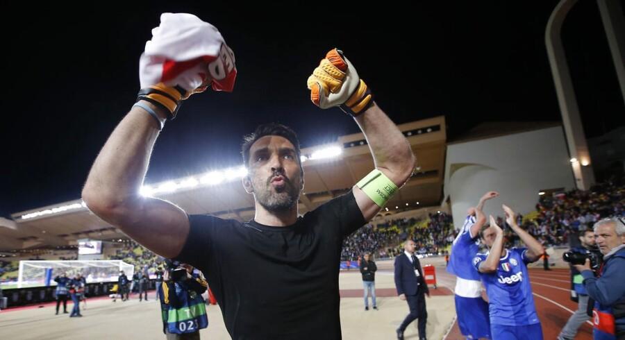 Juventus' Gianluigi Buffon fejrer sejren.