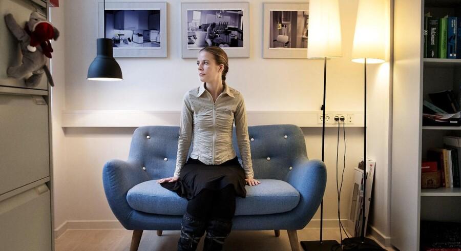 Mange af Djøfs medlemmer oplyser, at de ikke vil med, når staten flytter arbejdspladser fra København til provinsen. En af dem er Tania Pedersen, der var jurist i Styrelsen for patientsikkerhed, indtil hun i sommer sagde op. Styrelsen skal flytte 100 djøfer til Aarhus. Nu arbejder hun som jurist i en fagforening i København. »Det var slet ikke en overvejelse for mig at flytte med. Jeg er født i København, her har jeg min famile og mine to børn, og så er der mange andre jobmuligheder her i byen,« siger hun.