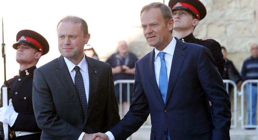 Formanden for Det Europæiske Råd, Donald Tusk, og indehaveren af EUs roterende landeformandskab, Maltas premierminister Joseph Muscat (t.v), præsenterede fredag hovedlinjerne i EUs forhandlingsposition i udmeldelsesforhandlingerne med Storbritannien. Foto: Domenic Aquilina/EPA