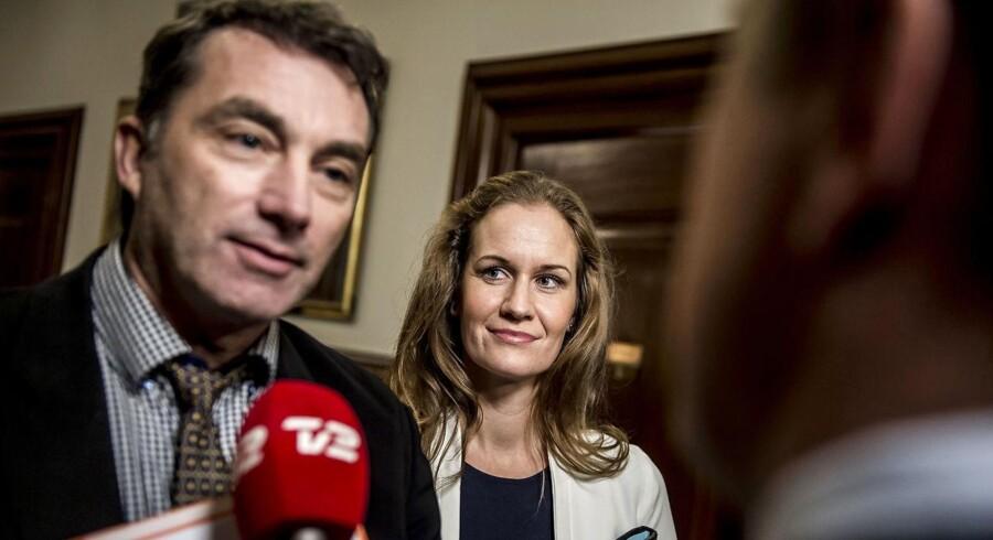 DF-ordførere langer ud efter hinanden, fordi den ene sad for bordenden, da fiskeriudvalg blev lukket.