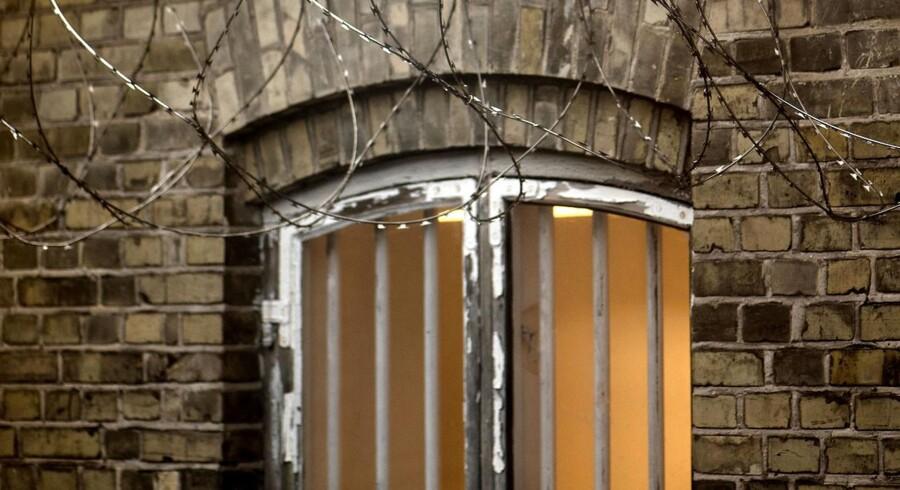 En serbisk mand er fundet død i Politigårdens fængsel.