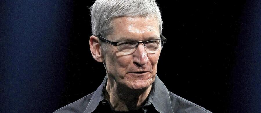 Mørke skjorter og skarpe holdninger er Apples topchef, Tim Cooks, trofaste følgesvende. Senest har han lagt sig ud med FBI og milliardær-præsidentkandidaten Donald Trump. Foto: Justin Sullivan