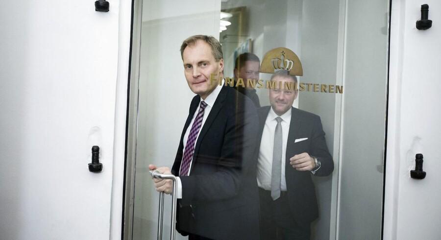 Peter Skaarup (DF) konstaterer på vej til skattemøde, at parterne »jo ikke er færdige, før vi er færdige«,