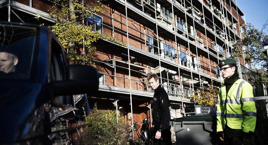 Arkivfoto af afspæringer omkring lejlighed på Frederiksberg i København, hvor tre mænd blev myrdet i november 2016.