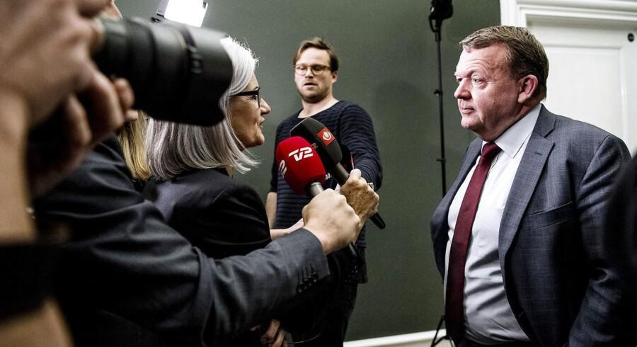 Statsminister Lars Løkke Rasmussen (V) gentager sin forsikring om, at regeringen vil stemme for finansloven.